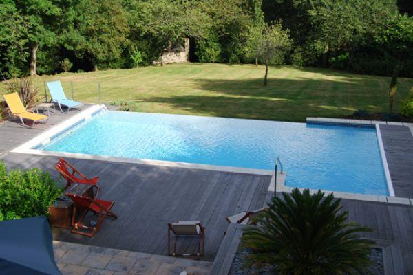 amenagement piscine a debordement