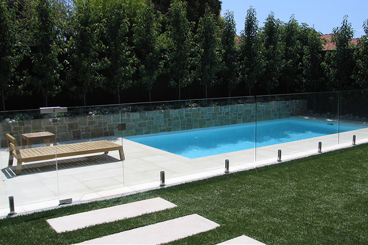 amenagement piscine avec cloture
