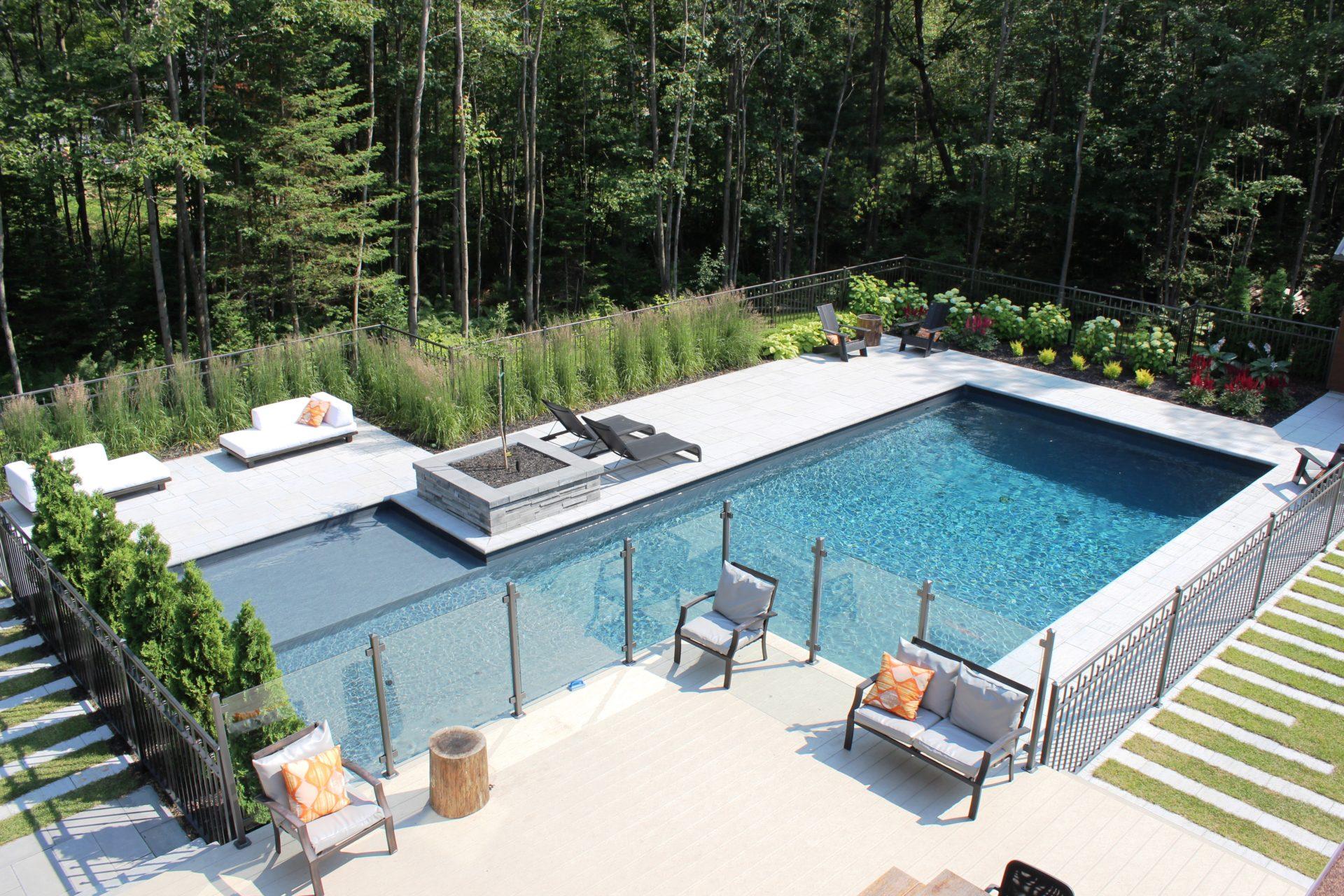 Amenagement piscine avec cloture - Amenagement terrasse piscine ...