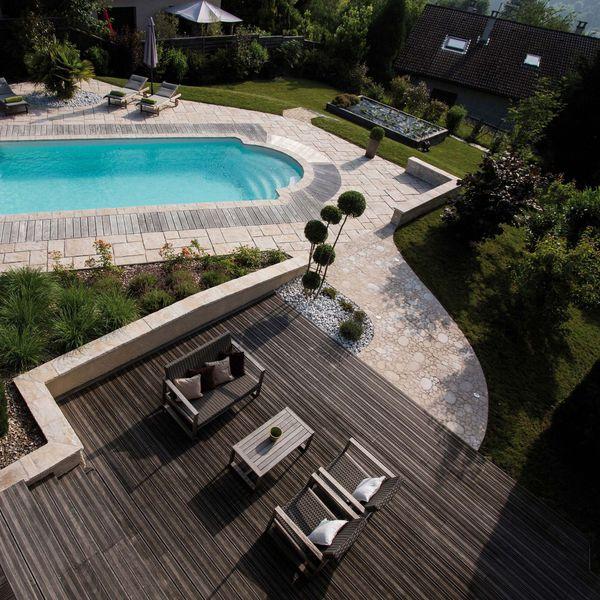 amenagement piscine avec mur en pierre