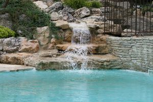 amenagement piscine avec rocher
