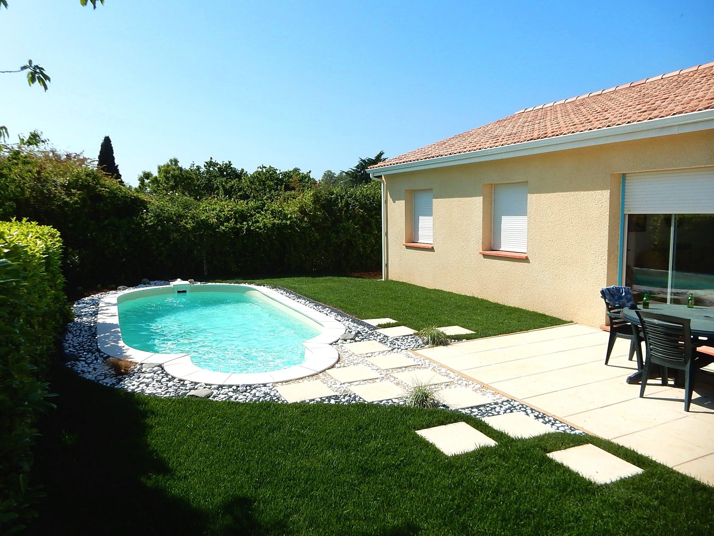 Amenagement piscine cailloux - Amenagement terrasse piscine ...