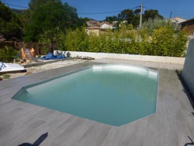 amenagement piscine carrelage. Black Bedroom Furniture Sets. Home Design Ideas