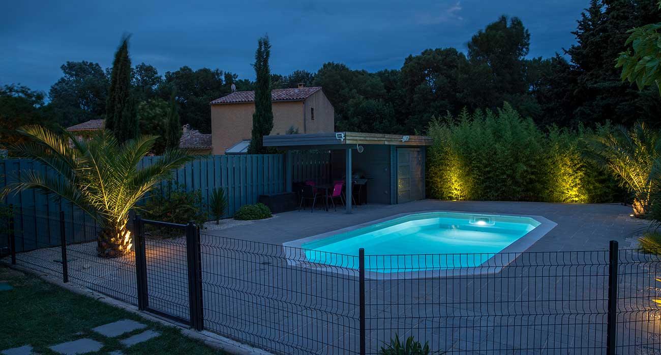 amenagement piscine eclairage. Black Bedroom Furniture Sets. Home Design Ideas
