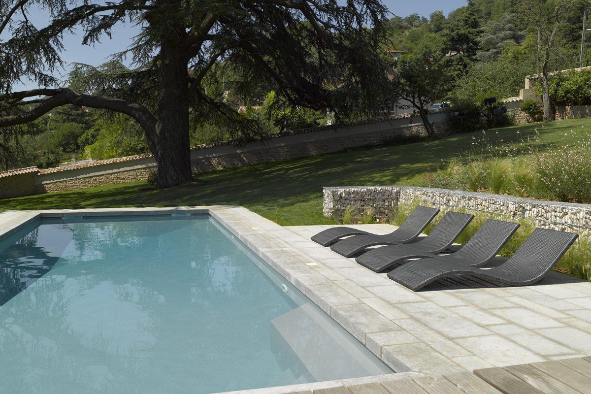 amenagement piscine en pente. Black Bedroom Furniture Sets. Home Design Ideas