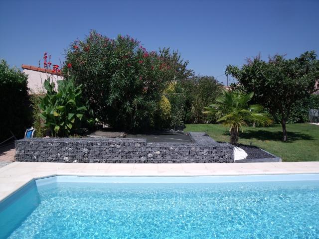 Amenagement piscine gabion - Amenagement bord de piscine ...