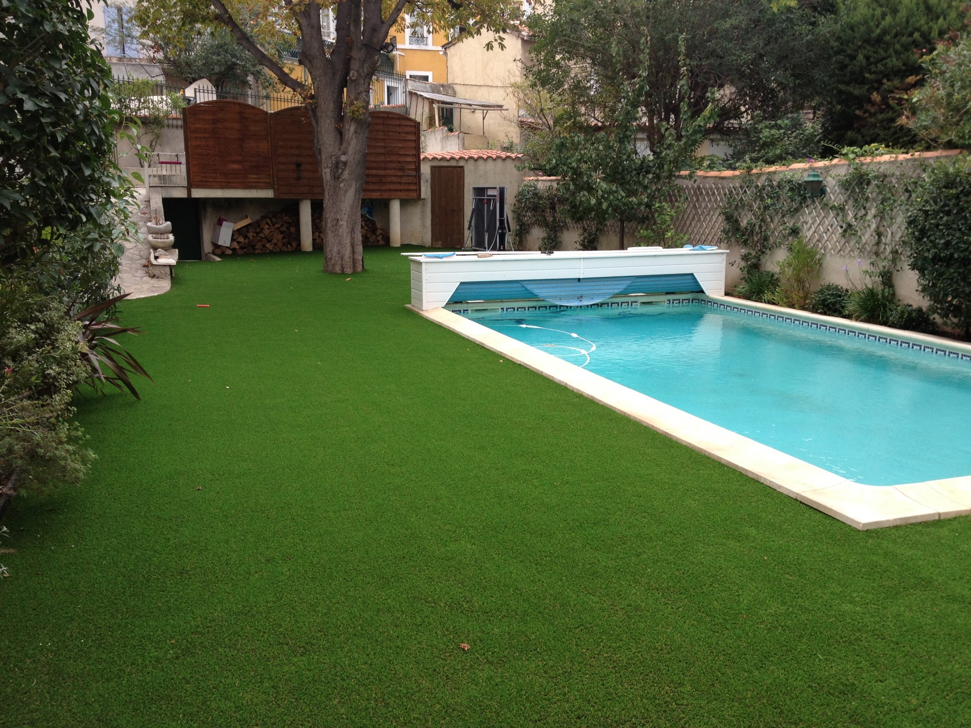 Amenagement piscine gazon synthetique - Amenagement autour piscine photos ...