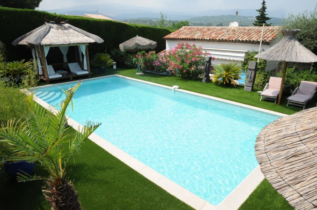 Amenagement piscine gazon - Amenagement autour piscine photos ...