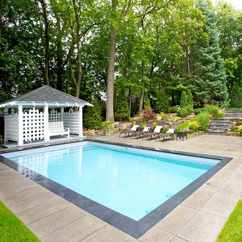 Amenagement piscine rectangulaire - Amenagement exterieur piscine creusee ...