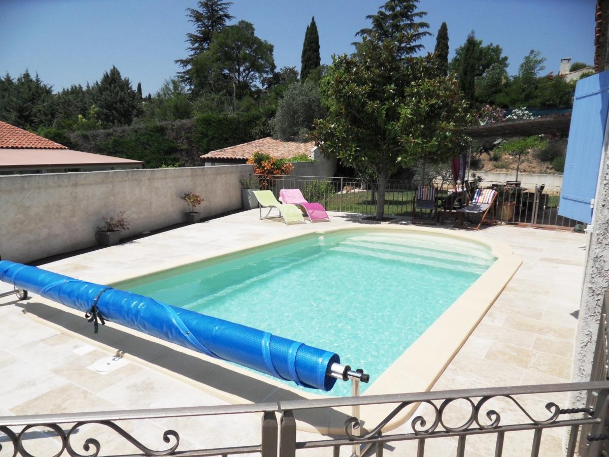 amenagement piscine travertin. Black Bedroom Furniture Sets. Home Design Ideas