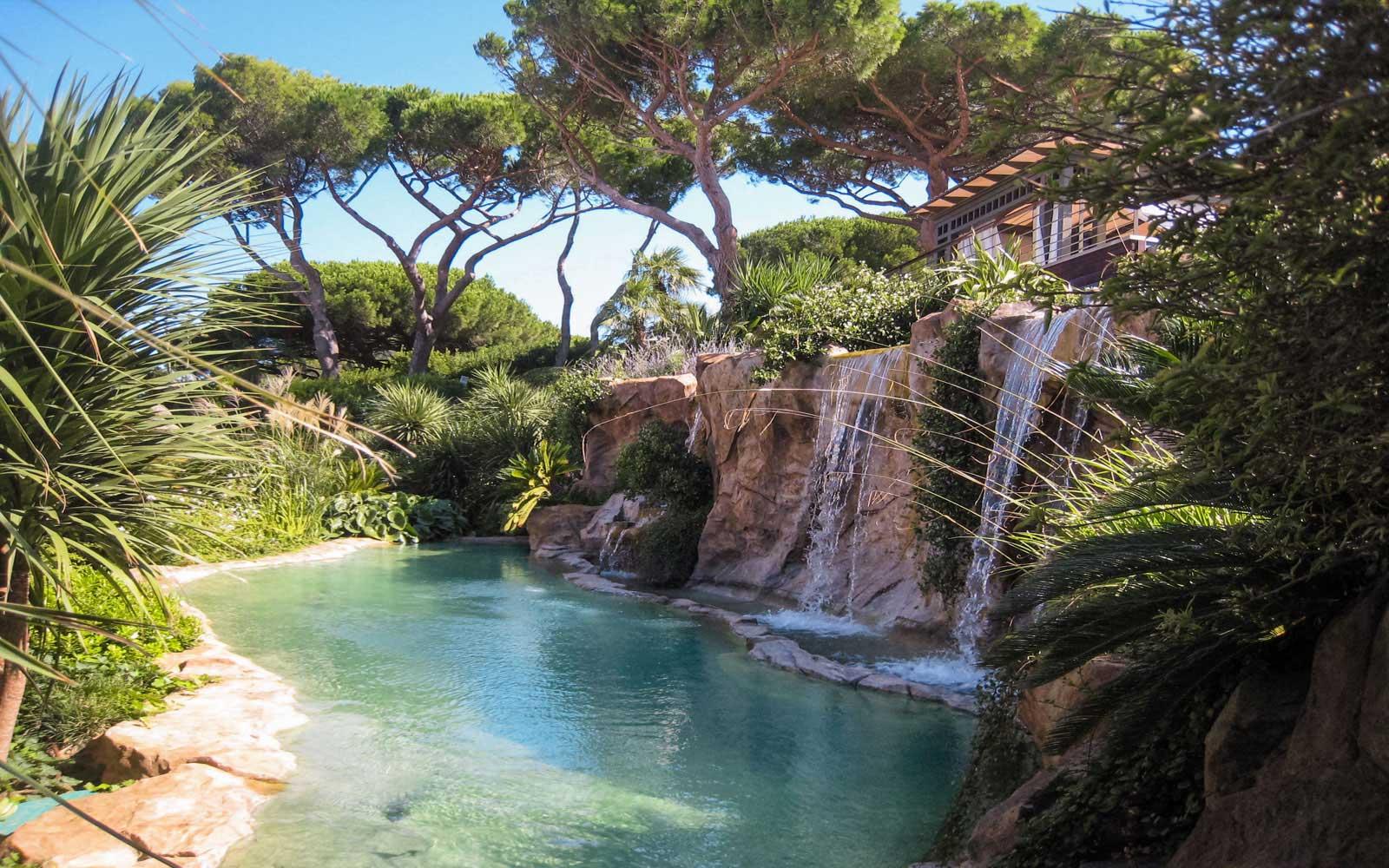 cascade piscine rocher
