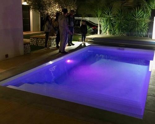 eclairage piscine couleur. Black Bedroom Furniture Sets. Home Design Ideas