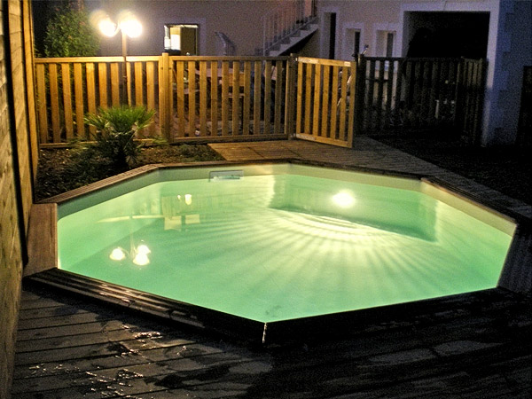 eclairage piscine en bois