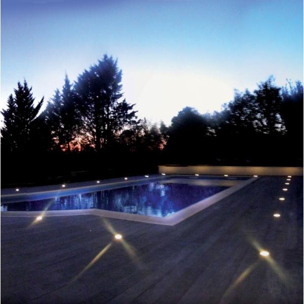 Eclairage piscine et terrasse for Spot decoratif exterieur