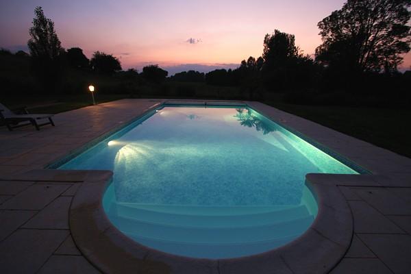 eclairage piscine nuit. Black Bedroom Furniture Sets. Home Design Ideas