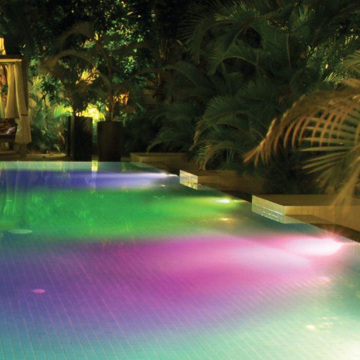 lumiere piscine multicolore
