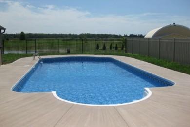 plage piscine beton balaye