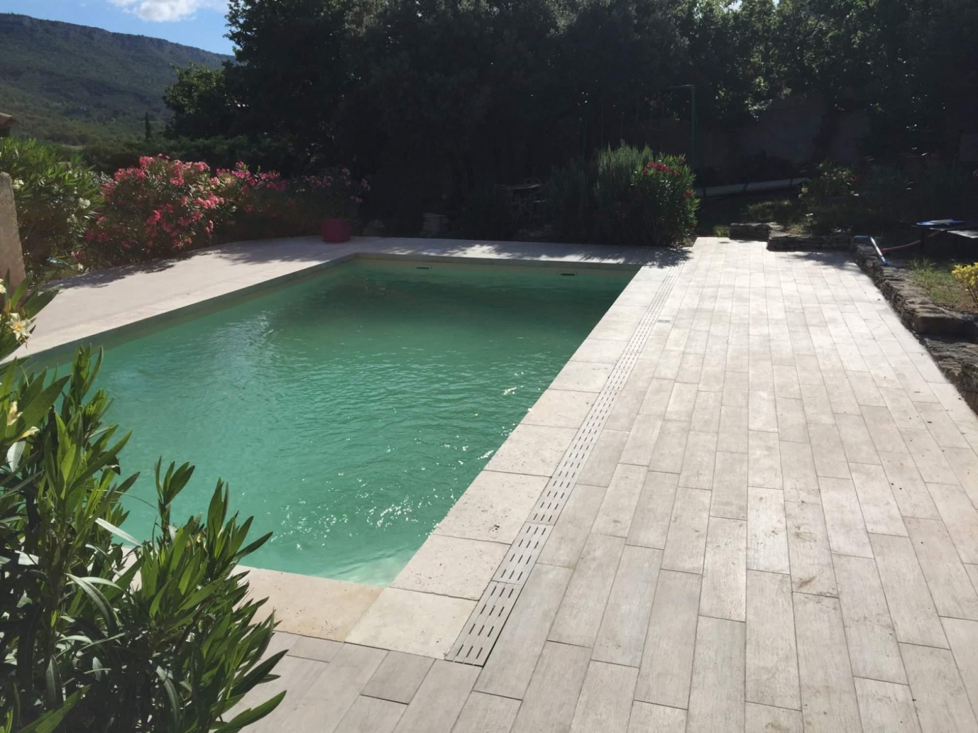 plage piscine carrelage imitation bois
