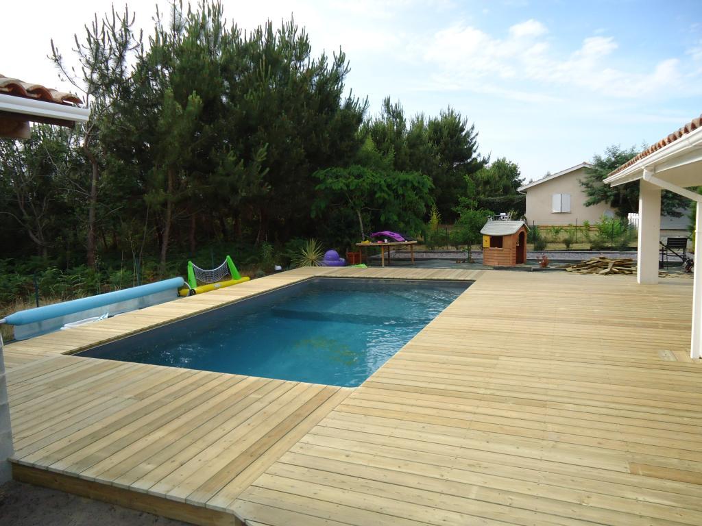 plage piscine carrelage sans margelle