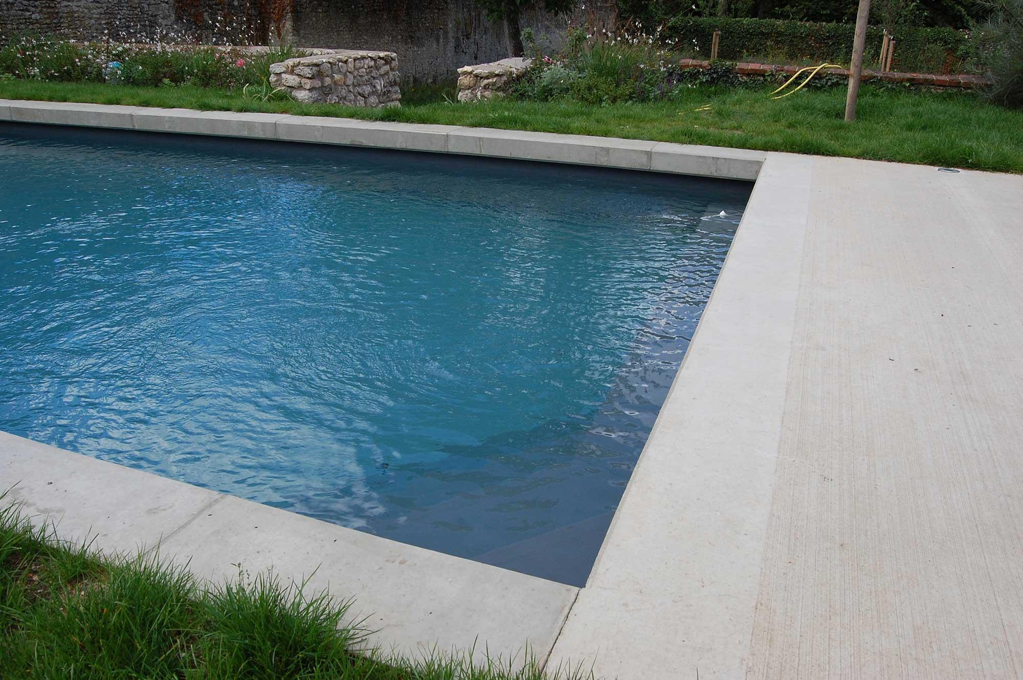 plage piscine ciment