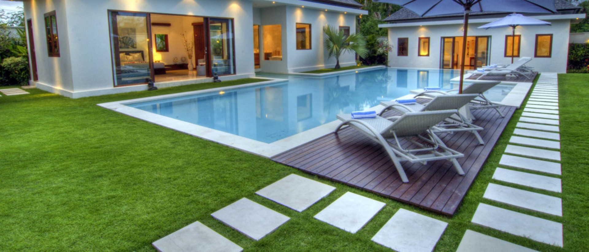 plage piscine en herbe