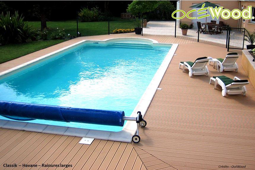 plage piscine en lame composite