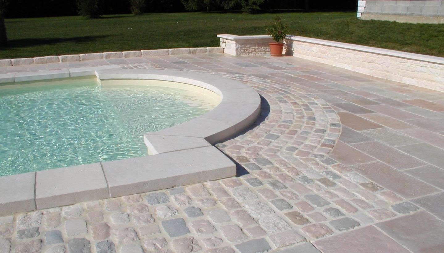 plage piscine en pierre reconstituee