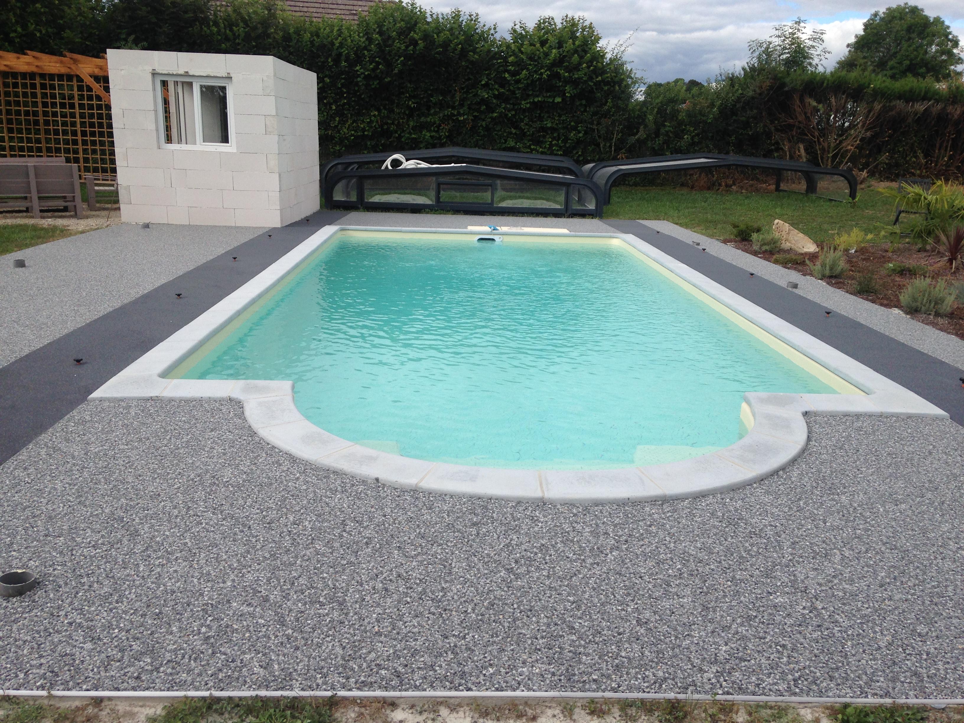 plage piscine en resine