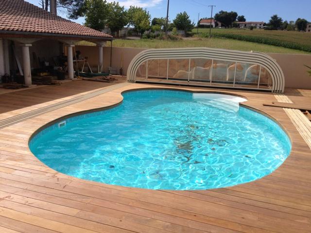 plage piscine forme haricot