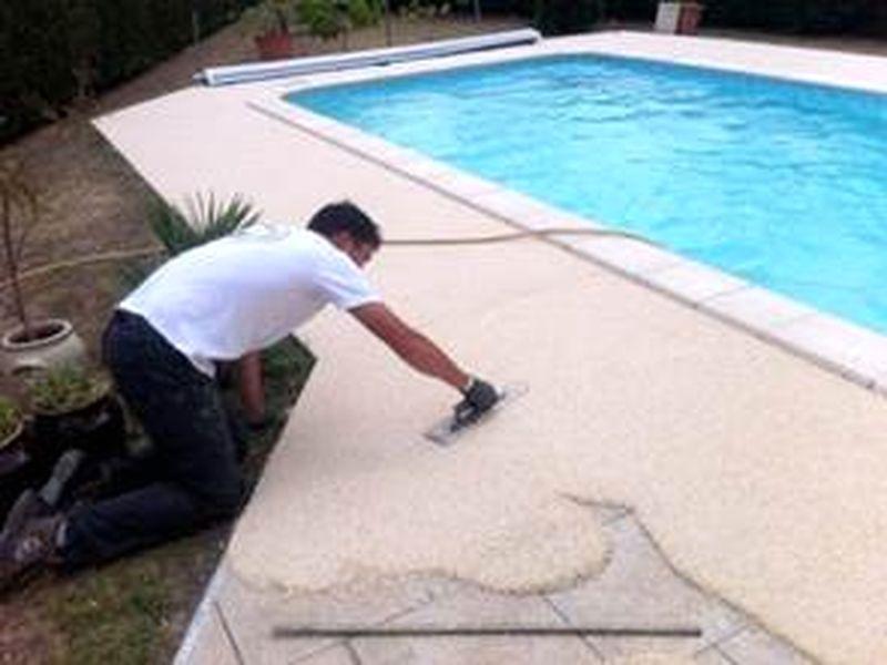 plage piscine gravier resine
