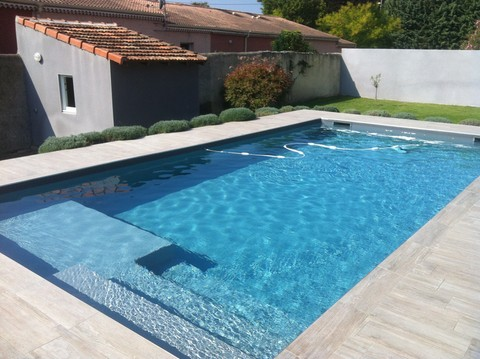 plage piscine imitation bois
