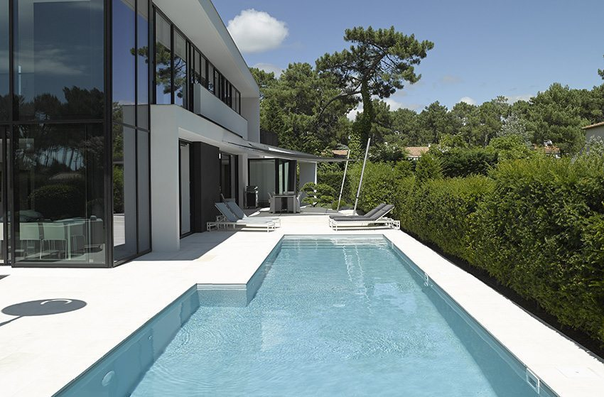 plage piscine limite propriete. Black Bedroom Furniture Sets. Home Design Ideas