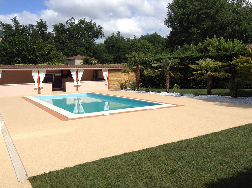 plage piscine moquette de pierre