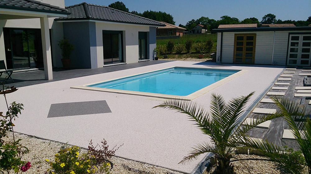 Plage piscine moquette de pierre - Revetement ideal pourtour de piscine ...