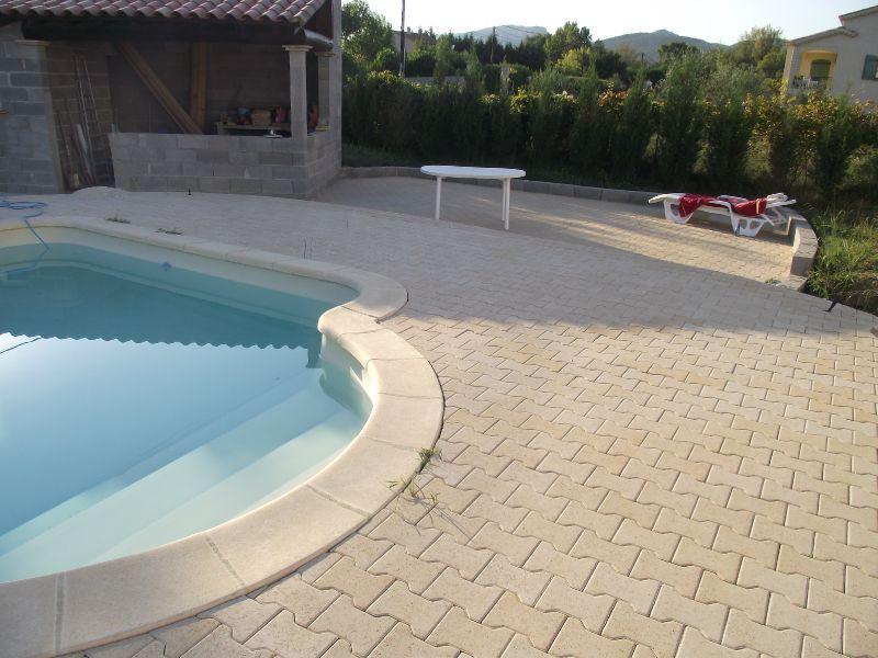 plage piscine pave autobloquant