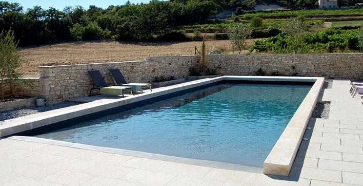 plage piscine rectangulaire