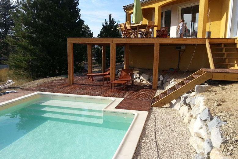 plage piscine sur pilotis. Black Bedroom Furniture Sets. Home Design Ideas