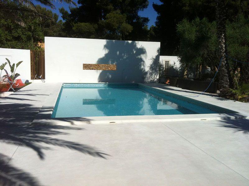 terrasse piscine beton colore. Black Bedroom Furniture Sets. Home Design Ideas