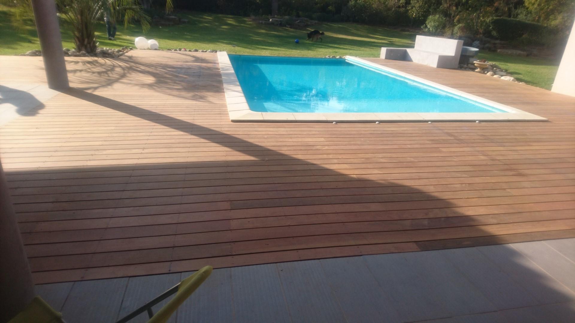 terrasse piscine bois et dalles