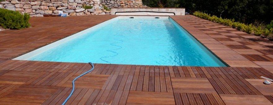 terrasse piscine caillebotis. Black Bedroom Furniture Sets. Home Design Ideas