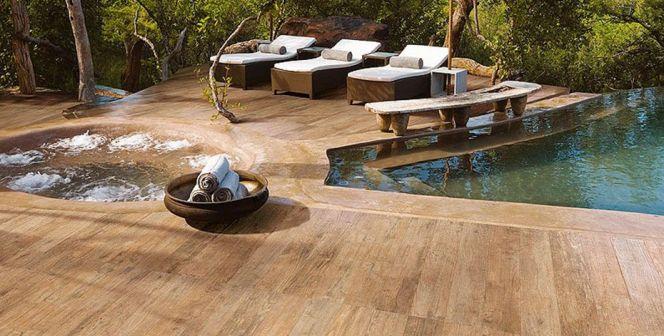 terrasse piscine carrelage imitation bois. Black Bedroom Furniture Sets. Home Design Ideas