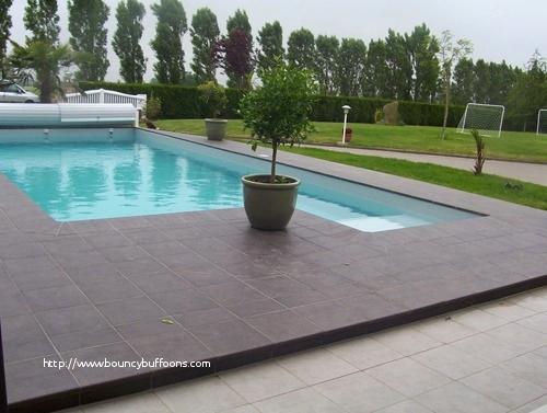 terrasse piscine carrelee