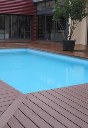 terrasse piscine composite ou bois. Black Bedroom Furniture Sets. Home Design Ideas