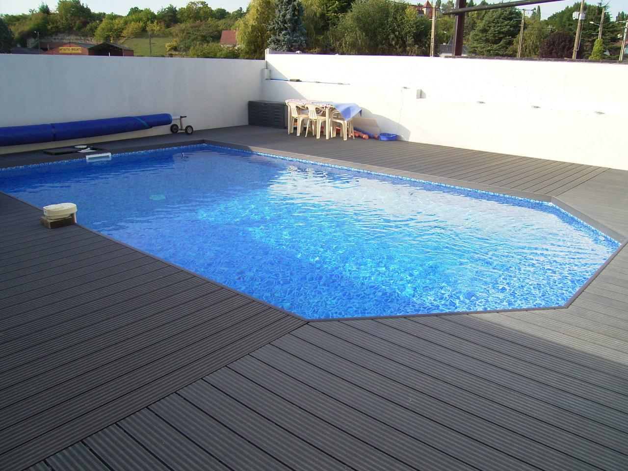 terrasse piscine en bois composite