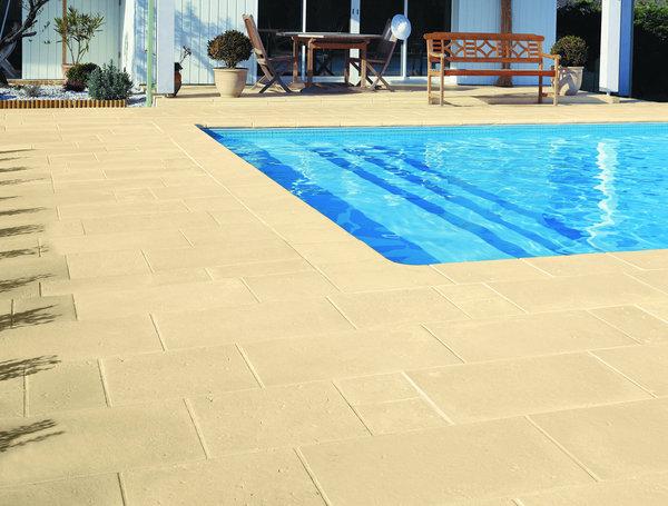 terrasse piscine en pierre reconstituee