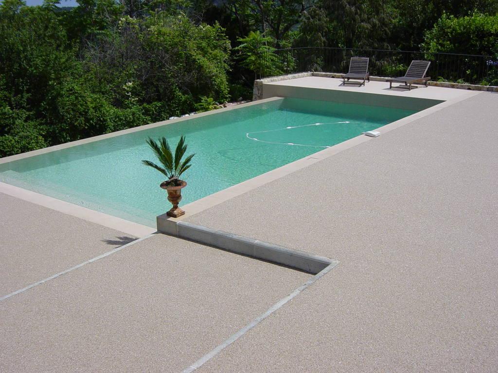 terrasse piscine en resine