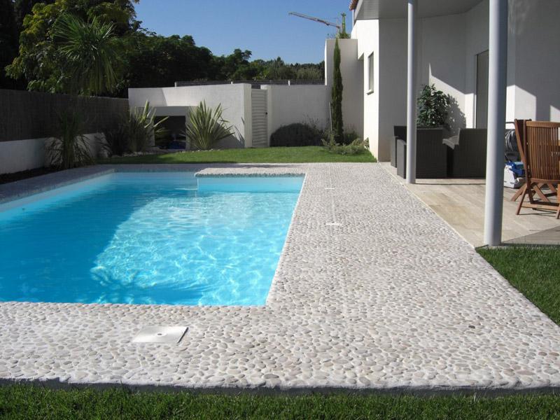 terrasse piscine galets