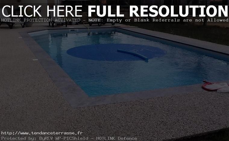 terrasse piscine gravillon