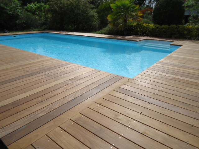 Terrasse piscine meleze - Tour de piscine en bois ...