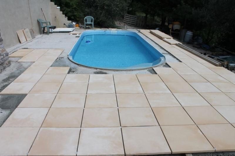 terrasse piscine pente